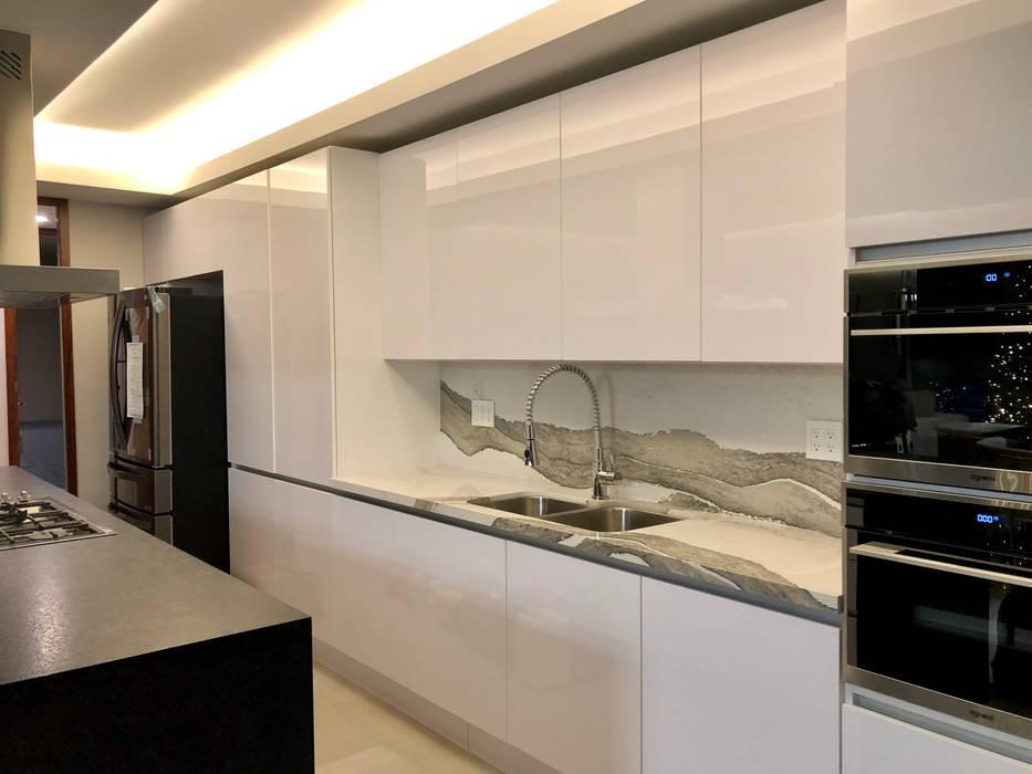 Alejandra Zavala P. Muebles de cocinas Cuarzo Blanco