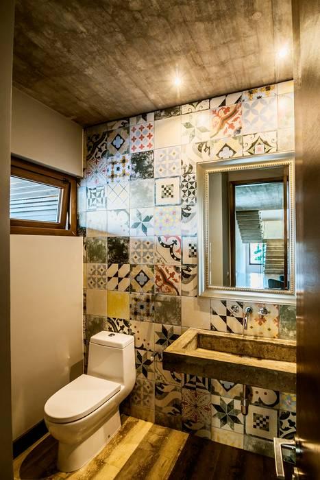 Baño de Visitas JPV Arquitecto Baños de estilo moderno