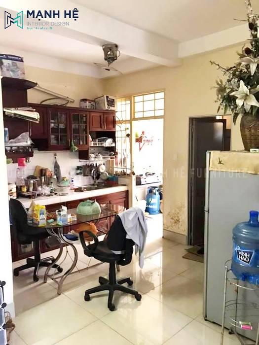 Căn bếp cũ không đủ diện tích để chị Huyền sử dụng bởi Công ty TNHH Nội Thất Mạnh Hệ Hiện đại
