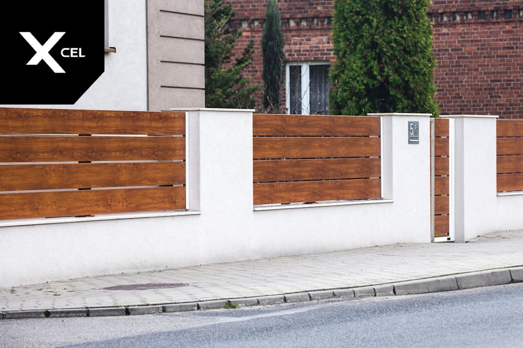 Drewnopodobna furtka aluminiowa i nowoczesna skrzynka na listy od XCEL Fence Nowoczesny