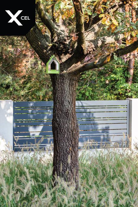 Czarne ogrodzenie aluminiowe od Xcel Nowoczesny