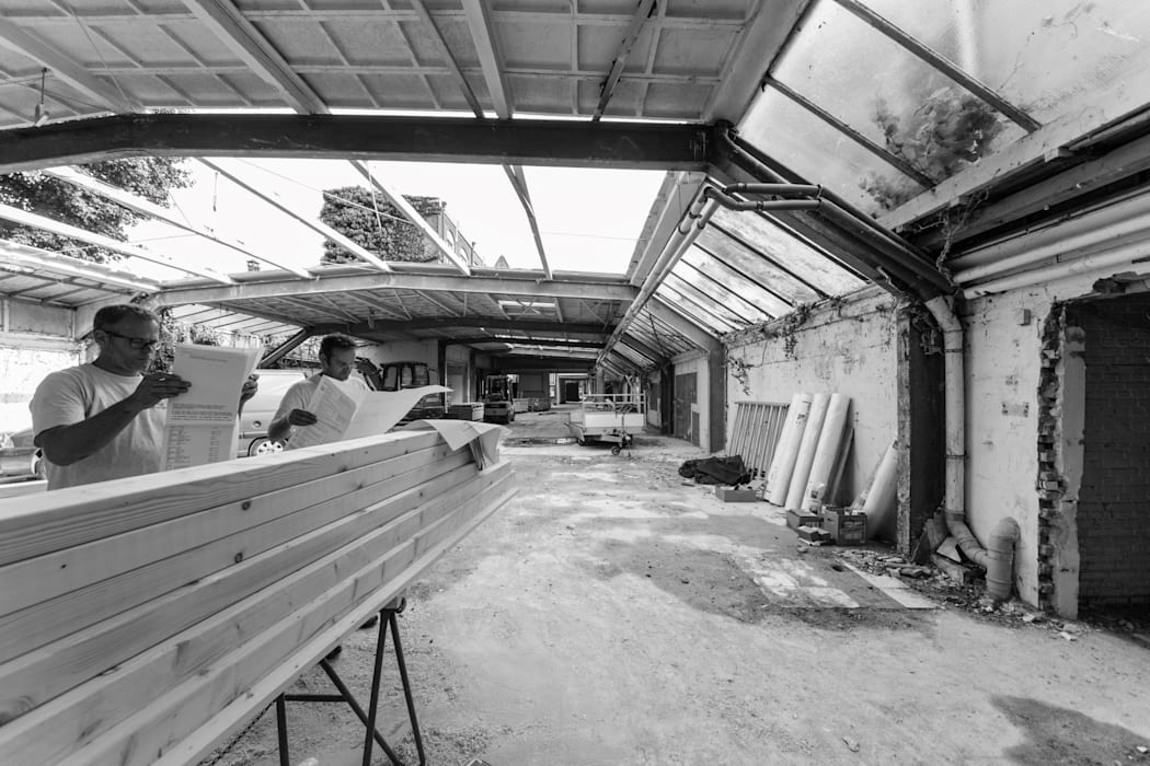 Leeg gestripte hal RHAW architecture Industriële kantoorgebouwen