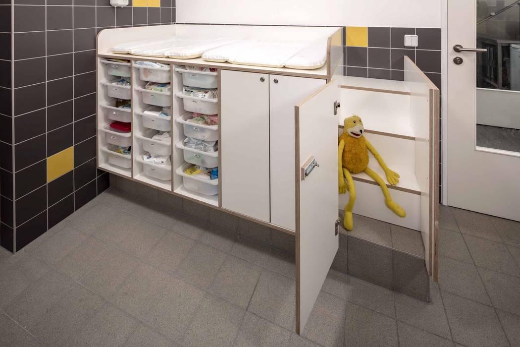 BAD _WERKSTATT FÜR UNBESCHAFFBARES - Innenarchitektur aus Berlin Moderne Schulen