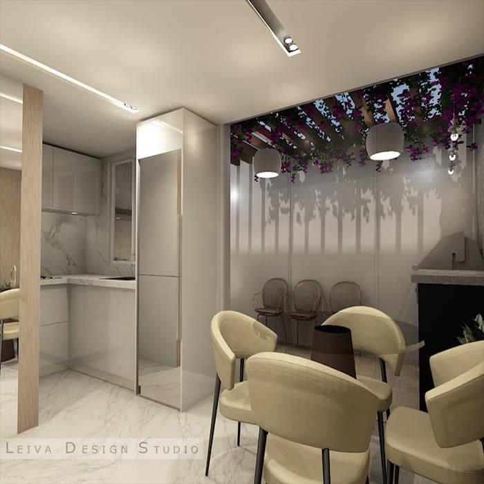 area social comedor, cocina y area de patio Leiva Design Studio Livings de estilo moderno