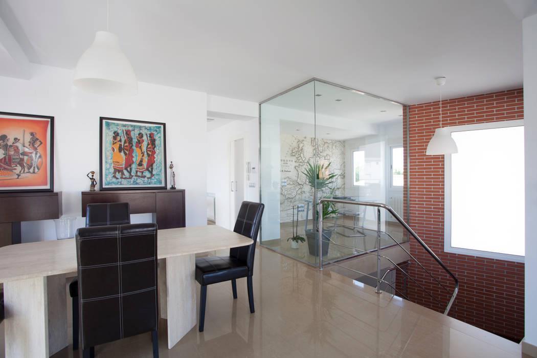 Reforma de salón y escalera. Barreres del Mundo Architects. Arquitectos e interioristas en Valencia. Salones de estilo moderno
