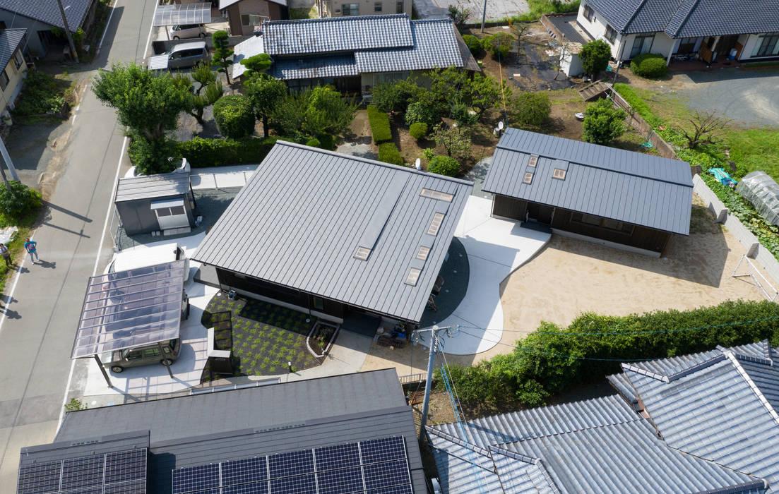 小さなレザークラフトのアトリエをもつ片流れ屋根の平屋の家 モダンな 家 の FAD建築事務所 モダン