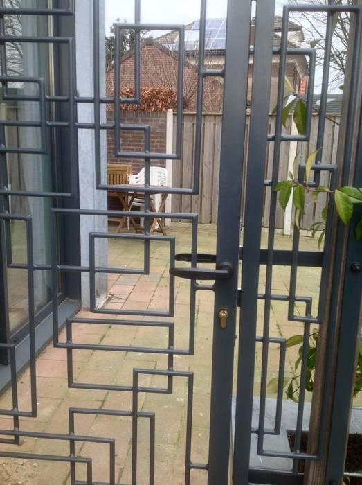 Modern style gardens by BXO kunst/zinnig ijzerwerk Modern