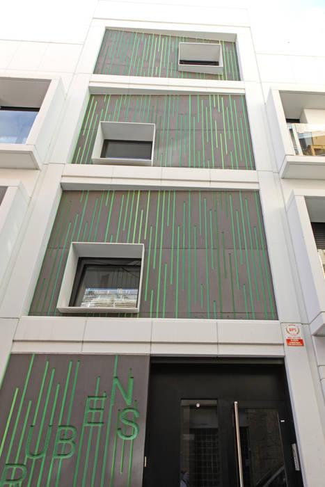 by Xmas Arquitectura e Interiorismo para reformas y nueva construcción en Barcelona Modern Concrete
