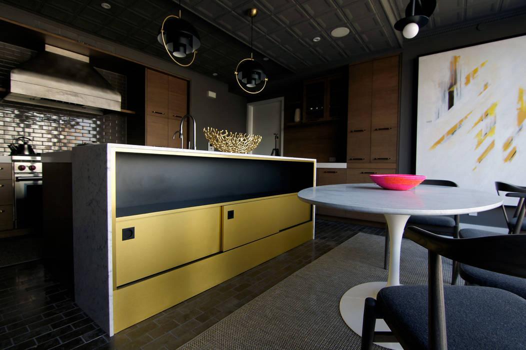Cucina moderna di Ward 5 Design Moderno