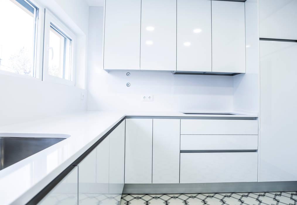 Decor-in, Lda Modern kitchen Wood White