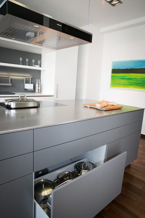 by Panitz Küchen und Hausgeräte GmbH Modern