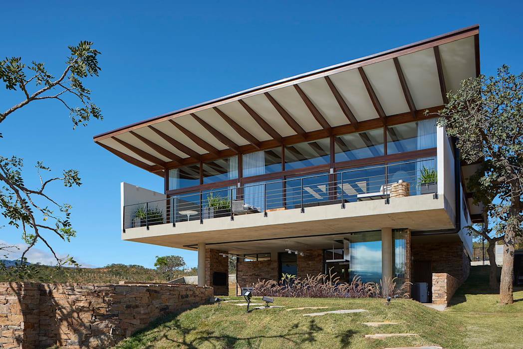 Casa na Serra do Cipó por TETRO ARQUITETURA Moderno