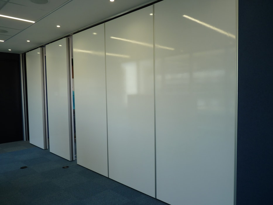 Variflex® Mobile Acoustic Partitions (Operable Walls) by Aluglass Bautech (Pty) Limited Modern
