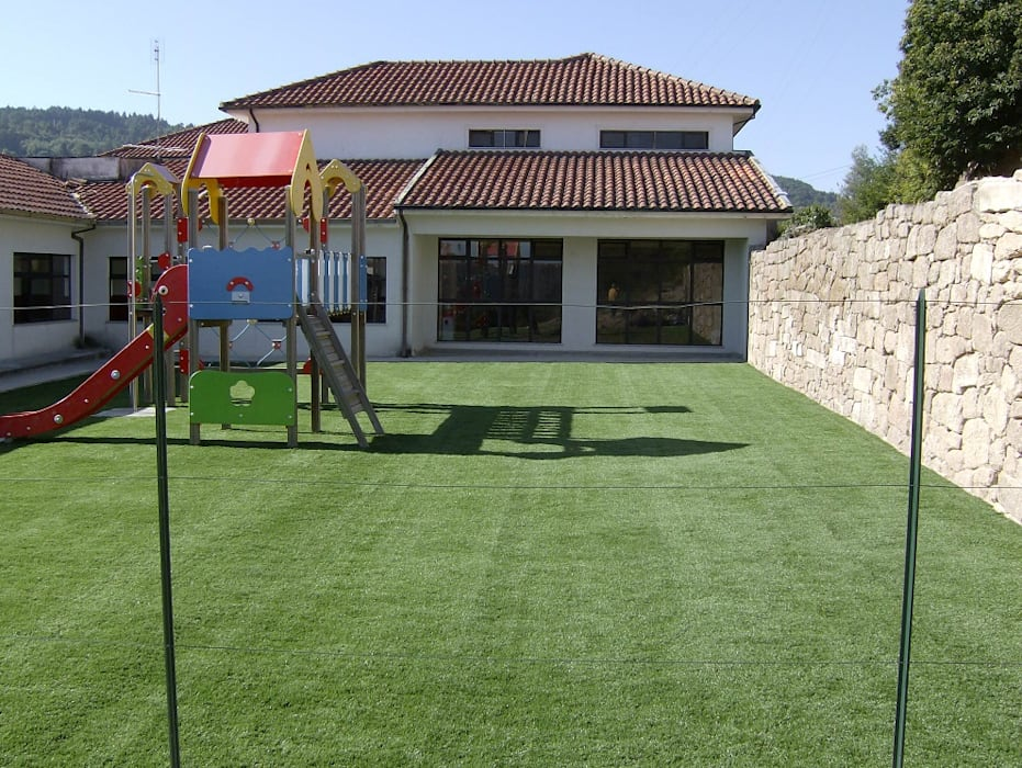 Modern style gardens by Norpavi Modern