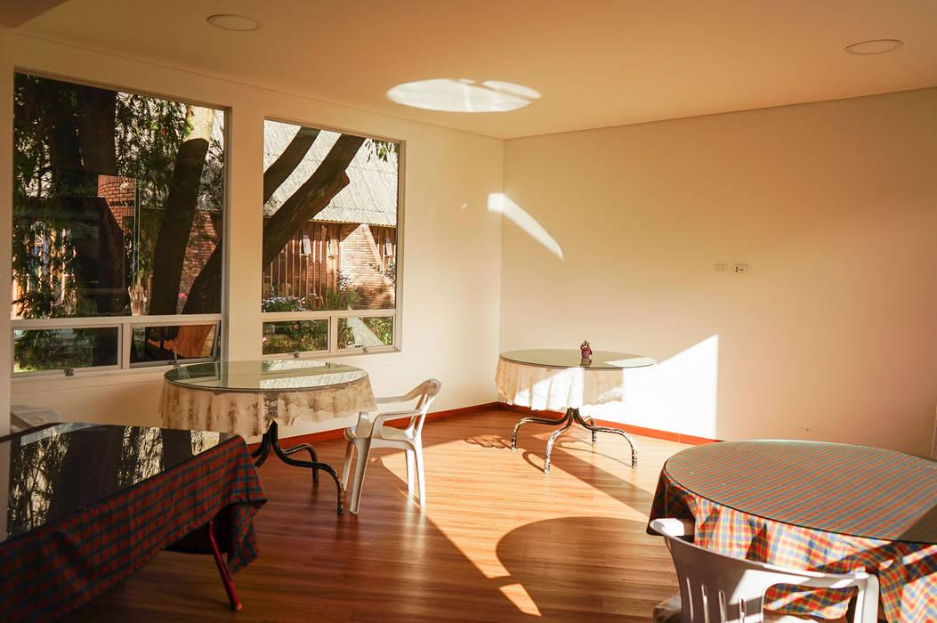 Comedor Comedores de estilo minimalista de ENSAMBLE de Arquitectura Integral Minimalista