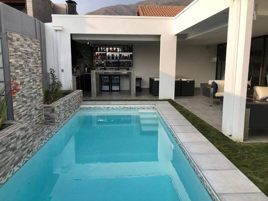 Proyecto Piscina, Quincho y Terraza en las Vizcachas Balcones y terrazas mediterráneos de Triptico Diseño y Construcción Mediterráneo