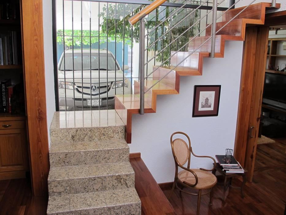 by DIMARQ® espacios arquitectónicos Modern Solid Wood Multicolored