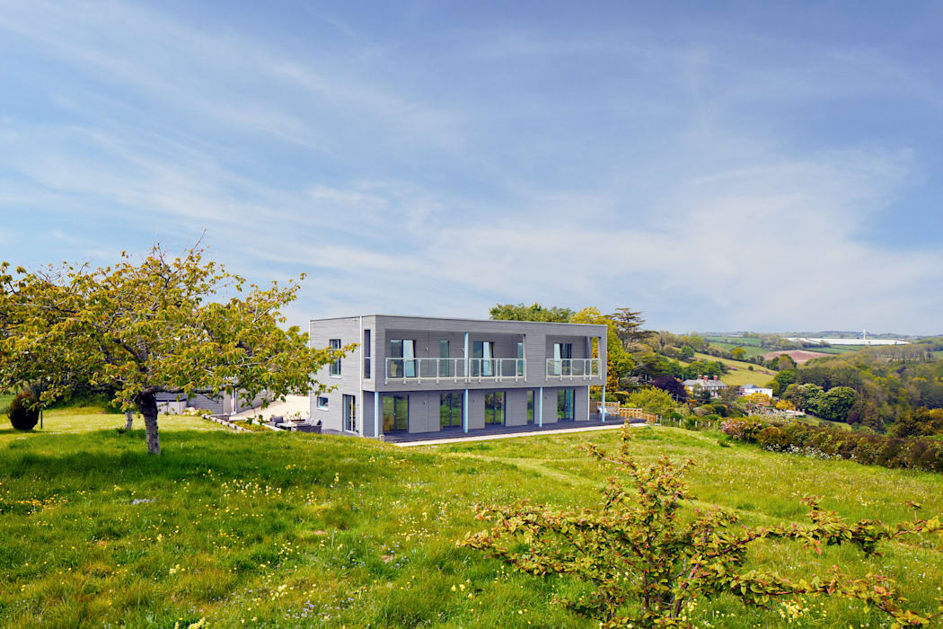 House Rushworth: a dream home with beautiful views Baufritz (UK) Ltd. Prefabricated home Wood Grey