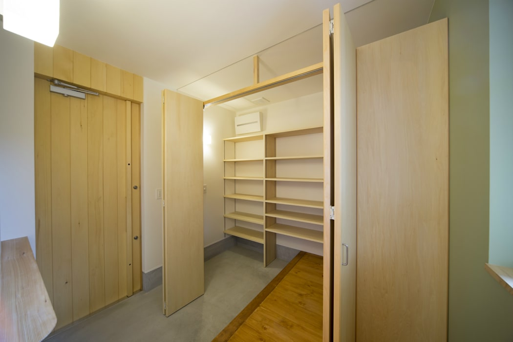 一級建築士事務所 想建築工房 Modern corridor, hallway & stairs