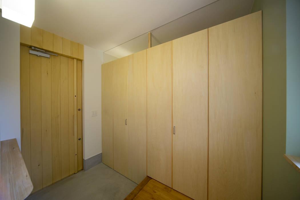 T・T-home 一級建築士事務所 想建築工房 モダンスタイルの 玄関&廊下&階段