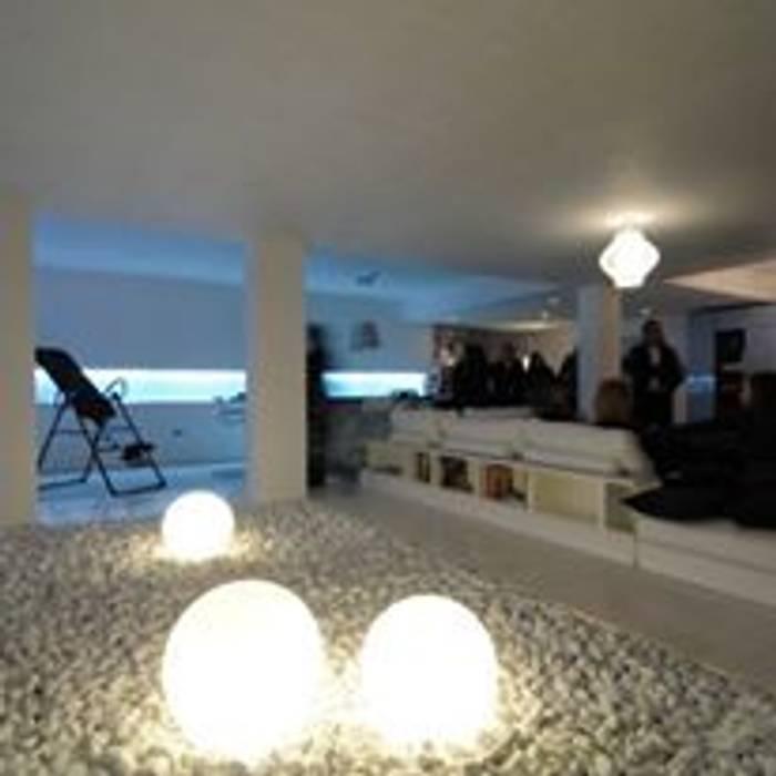 Garajes y galpones de estilo ecléctico de Consuelo Trovarelli interior designer Ecléctico Madera maciza Multicolor