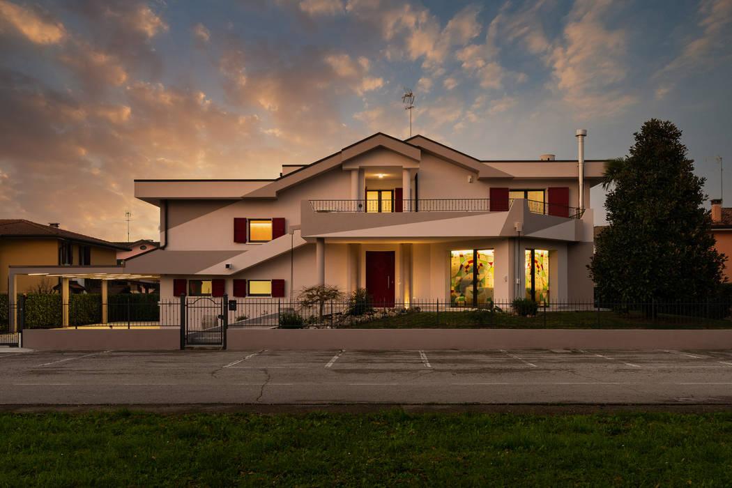 Casas modernas de B+P architetti Moderno