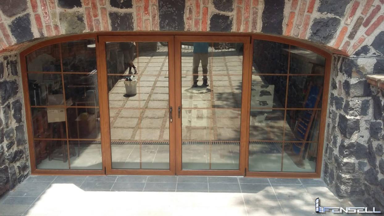 Puerta de PVC color Golden en el Pedregal FENSELL Puertas y ventanasPuertas Plástico Ámbar/Dorado