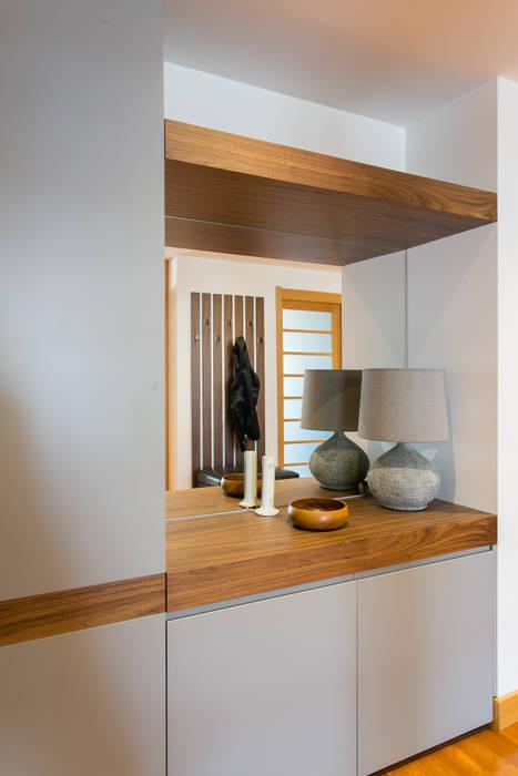 Apartamento t3 no centro de lisboa Traço Magenta - Design de Interiores Corredor, hall e escadasCabides e guarda-roupas