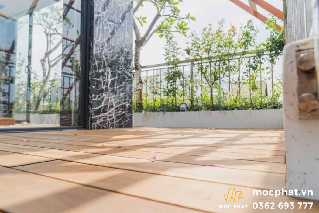 DỰ ÁN CUNG CẤP VÀ THI CÔNG SÀN GỖ SÂN THƯỢNG Hiên, sân thượng phong cách mộc mạc bởi CÔNG TY CỔ PHẦN THI CÔNG MỘC PHÁT Mộc mạc Gỗ Wood effect