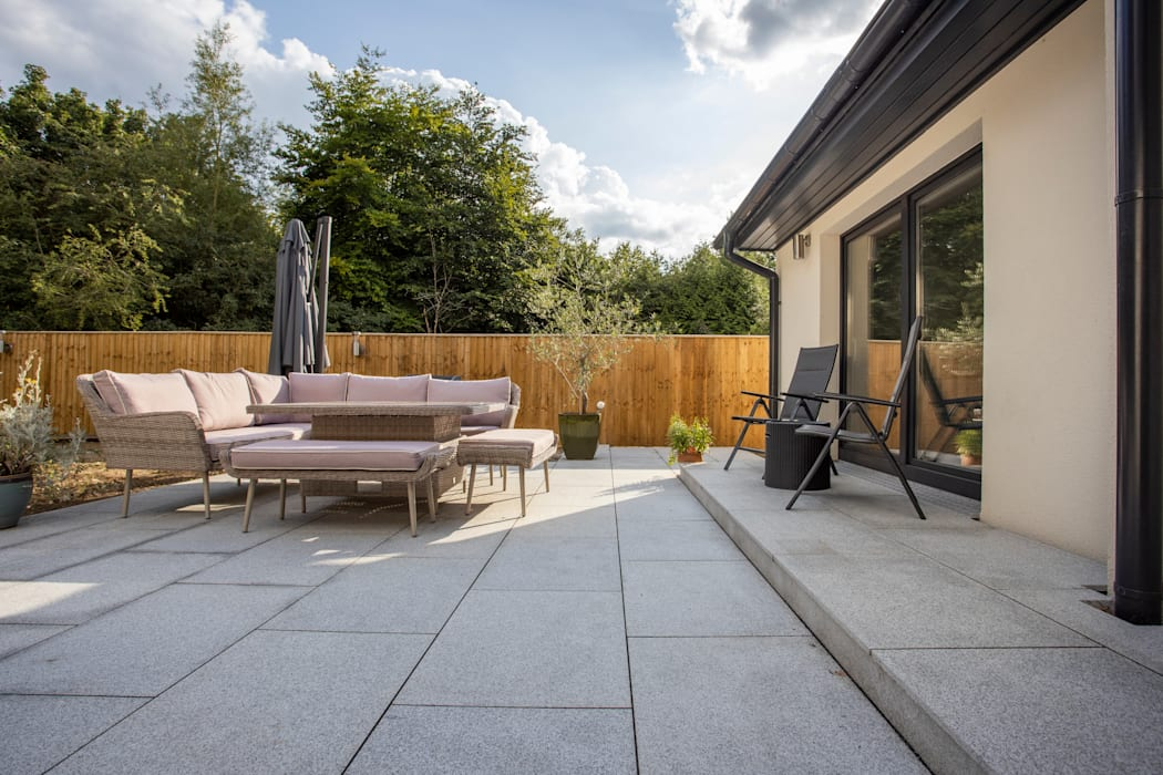 Silver grey granite paving patio by Stone Paving Direct Ltd Modern Granite