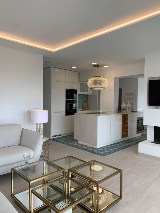 Wohnzimmer mit offener Küche raum in form - Innenarchitektur & Architektur Moderne Wohnzimmer Weiß