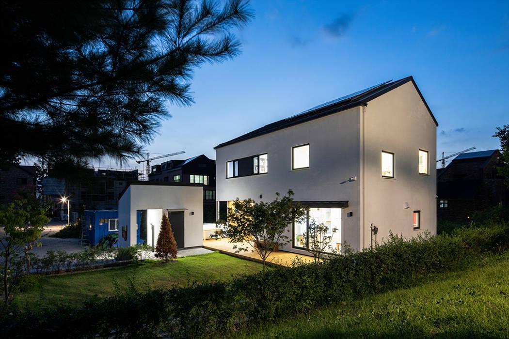 Casas estilo moderno: ideas, arquitectura e imágenes de 소하 건축사사무소 SoHAA Moderno