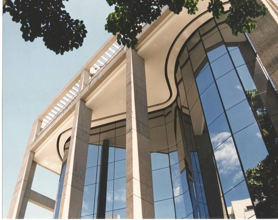 FACHADA ESTE OMAR SEIJAS, ARQUITECTO Edificios de oficinas de estilo moderno
