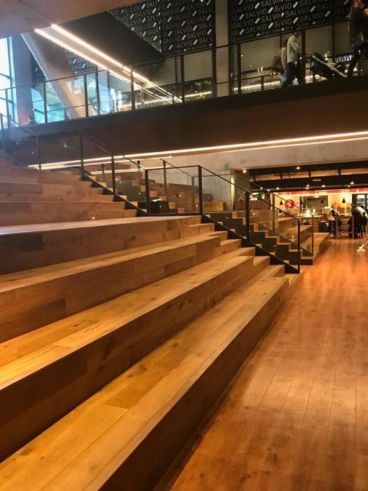 Plazoleta Salvio 93 de Millenium Brokers Clásico Madera Acabado en madera