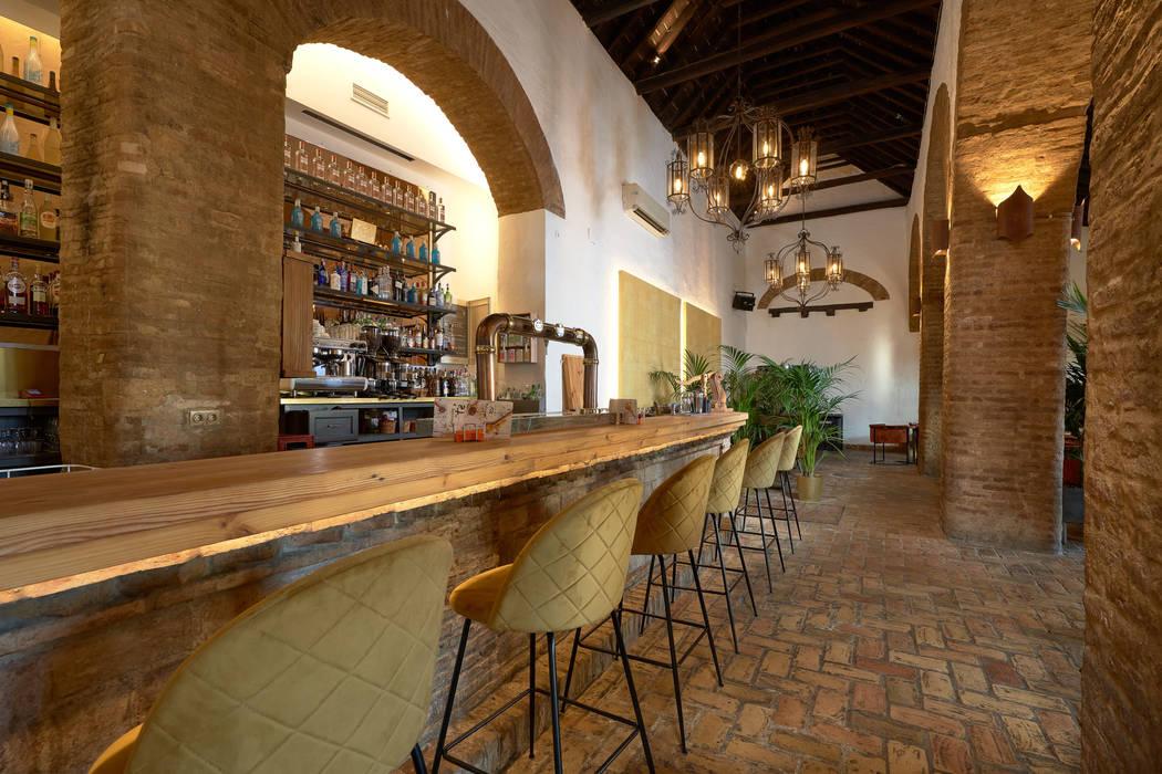 """Diseño interior de Bar """"El Colmao de Villamanrrique"""" Comedores de estilo rústico de Antonio Calzado 'NEUTTRO' Diseño Interior Rústico Cerámico"""