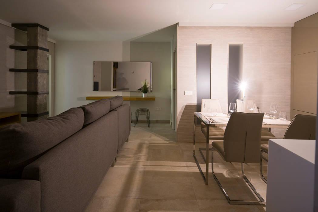 Decoración de comedor abierto hacia salón 25m2 Comedores de estilo moderno de Antonio Calzado 'NEUTTRO' Diseño Interior Moderno Hormigón
