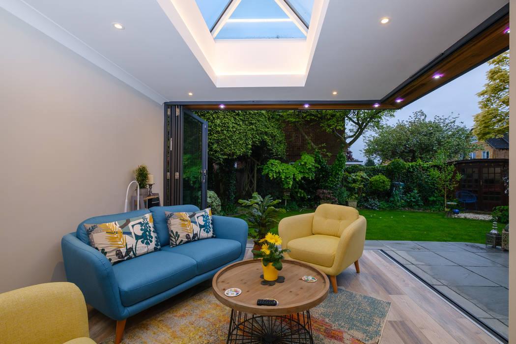 Floating Corner modern home extension in St Albans Cool Buildings Ltd Modern conservatory Glass
