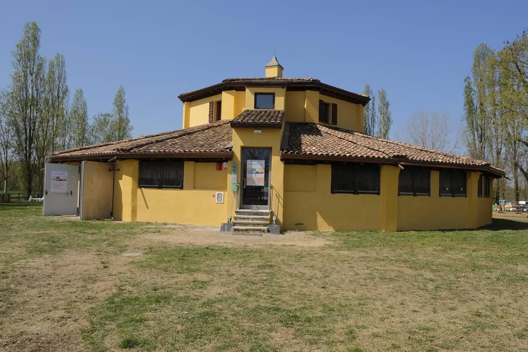 Prospetto esterno Casa rurale di Simona Muzzi Architetto Rurale Laterizio