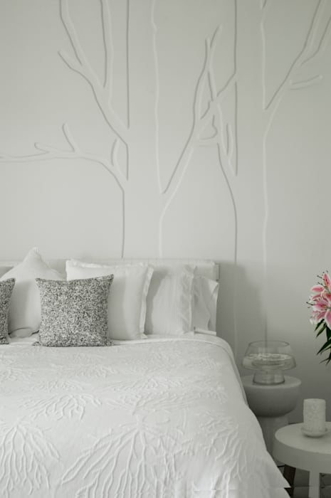 EMIRATES HILLS 2, DUBAI Eclectic style bedroom by Solving Spaces Eclectic