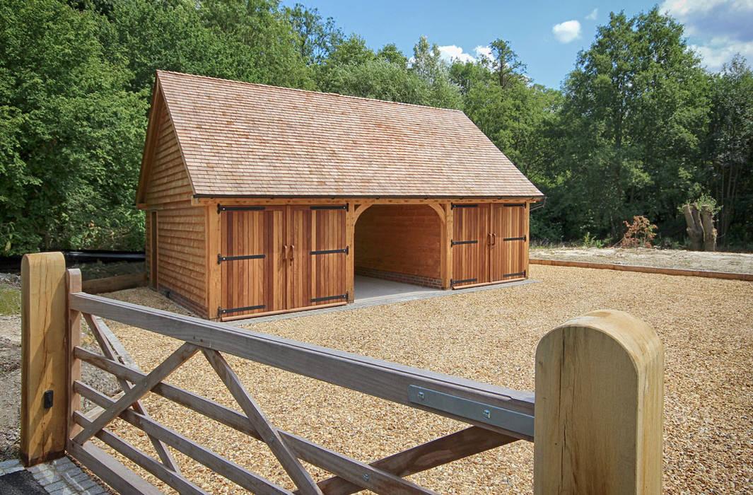 Three Bay Room Above Outbuilding Garajes de estilo clásico de The Classic Barn Company Clásico