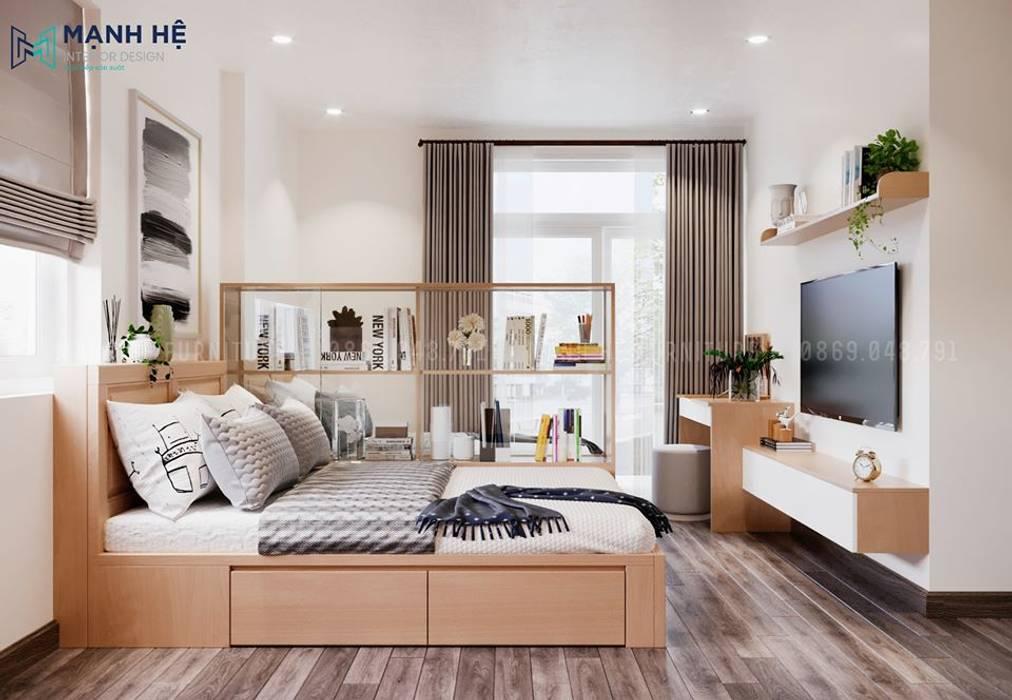Hai chiếc giường được ngăn cách rất khéo léo bởi chiếc tủ kính trang trí độc đáo Phòng ngủ phong cách hiện đại bởi Công ty TNHH Nội Thất Mạnh Hệ Hiện đại