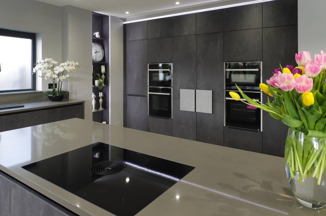 Concrete Graphite kitchen with secret doors, island and connected breakfast bar Modern kitchen by PTC Kitchens Modern