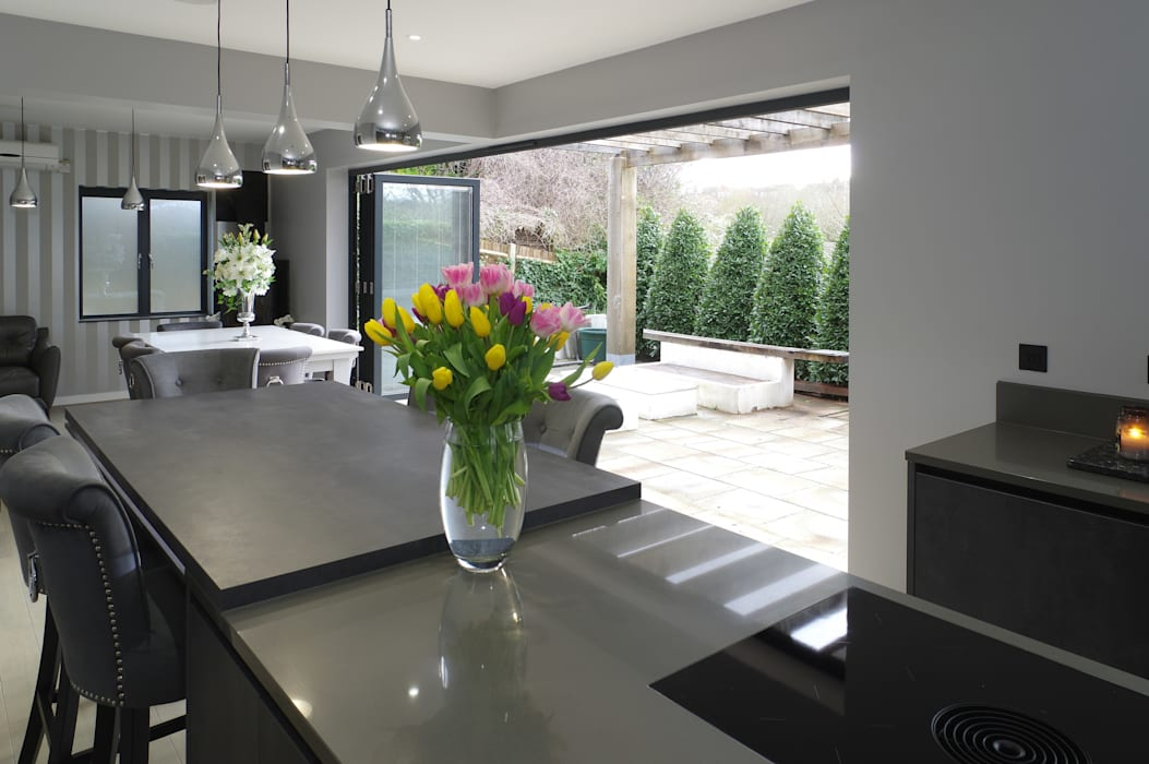 open bi-fold doors to kitchen/ dining area Modern kitchen by PTC Kitchens Modern