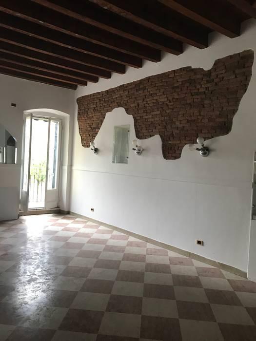 Prima dell'intervento Pareti & Pavimenti in stile moderno di STUDIO ARCHITETTURA SPINONI ROBERTO Moderno