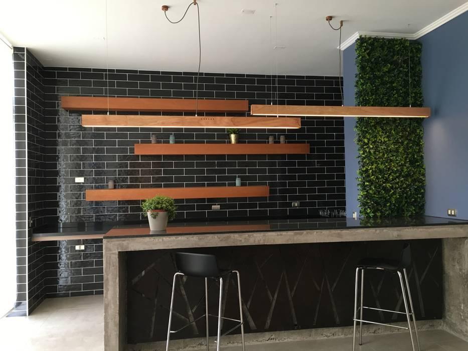 Iluminacion Lamparas de Madera Livings de estilo moderno de Vetas · Diseño Mobiliario Moderno Madera maciza Multicolor