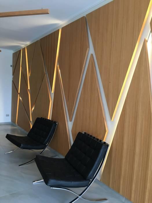 Recepcion Edificio Novaterra Livings de estilo moderno de Vetas · Diseño Mobiliario Moderno Madera Acabado en madera