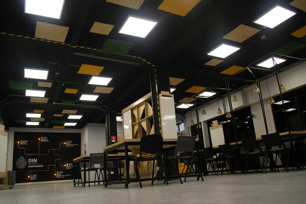Mobiliario Cowork Oficinas y bibliotecas de estilo moderno de Vetas · Diseño Mobiliario Moderno Madera Acabado en madera