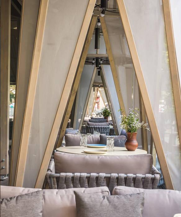 Ресторан СибирьСибирь Alpbau Балкон в скандинавском стиле Дерево