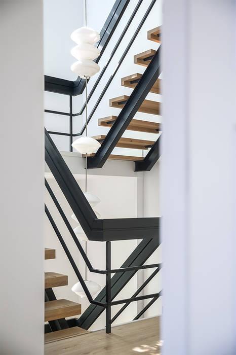 by Kraal architecten Modern