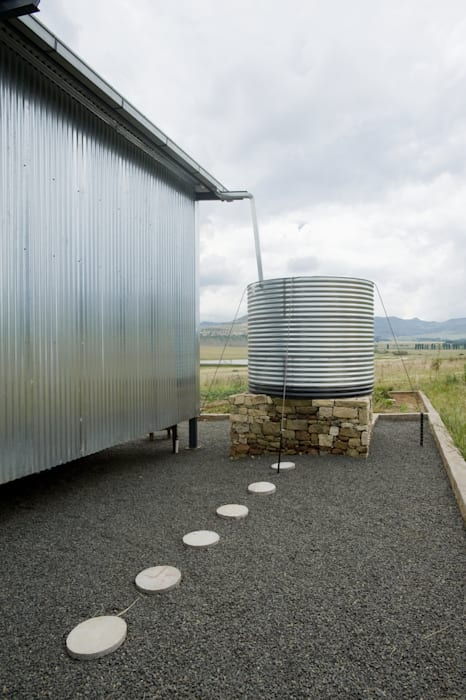 rain water harvesting with a no-maintenance exterior facade by LEAF Architects Modern Aluminium/Zinc